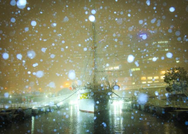 雪の日本丸 夜景スナップ