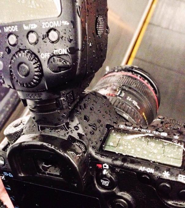 びしょ濡れカメラ